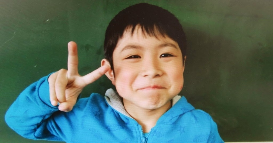 3.jun.2016 - Em foto sem data, o menino Yamato Tanooka aparece na escola primária Hamawake, onde estuda. Ele foi encontrado seguro quase uma semana depois de ser abandonado por seus pais na floresta de Nanae, em Hokkaido, norte do Japão. Segundo os pais, o garoto foi deixado para trás como castigo por mau comportamento. Eles afirmam que não o encontraram mais ao retornarem ao ponto em que o haviam deixado