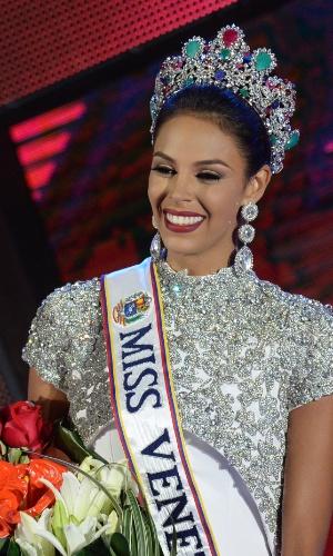 5.out.2016 - Keysi Sayago é coroada Miss Venezuela 2016