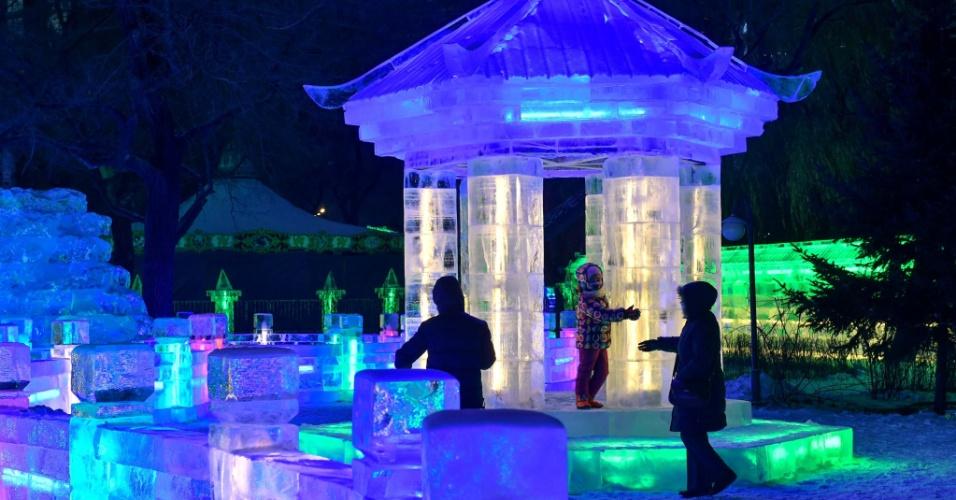 26.dez.2016 - O primeiro festival dedicado à arte das lanternas de gelo de Harbin ocorreu no Zhaolin Park em 1963. Desde então, atrai milhares de turistas