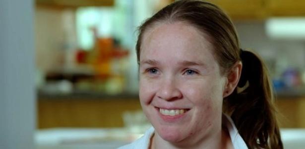 Jodie Graves começou a ter convulsões aos três anos com tanta frequência que médicos sugeriram retirar metade de seu cérebro - BBC/Reprodução