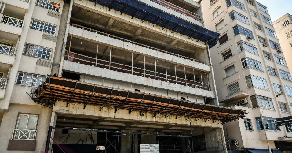 Nova sede da União Nacional dos Estudantes (UNE) em construção, na praia do Flamengo, no Rio, tem projeto do arquiteto Oscar Niemeyer