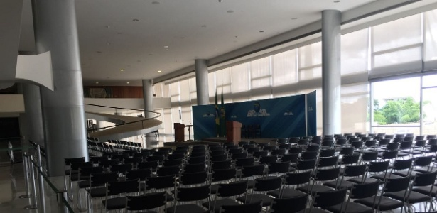 Na última segunda-feira, as cadeiras ainda estavam postas para a cerimônia de posse de Cristiane no Salão Nobre do Palácio do Planalto