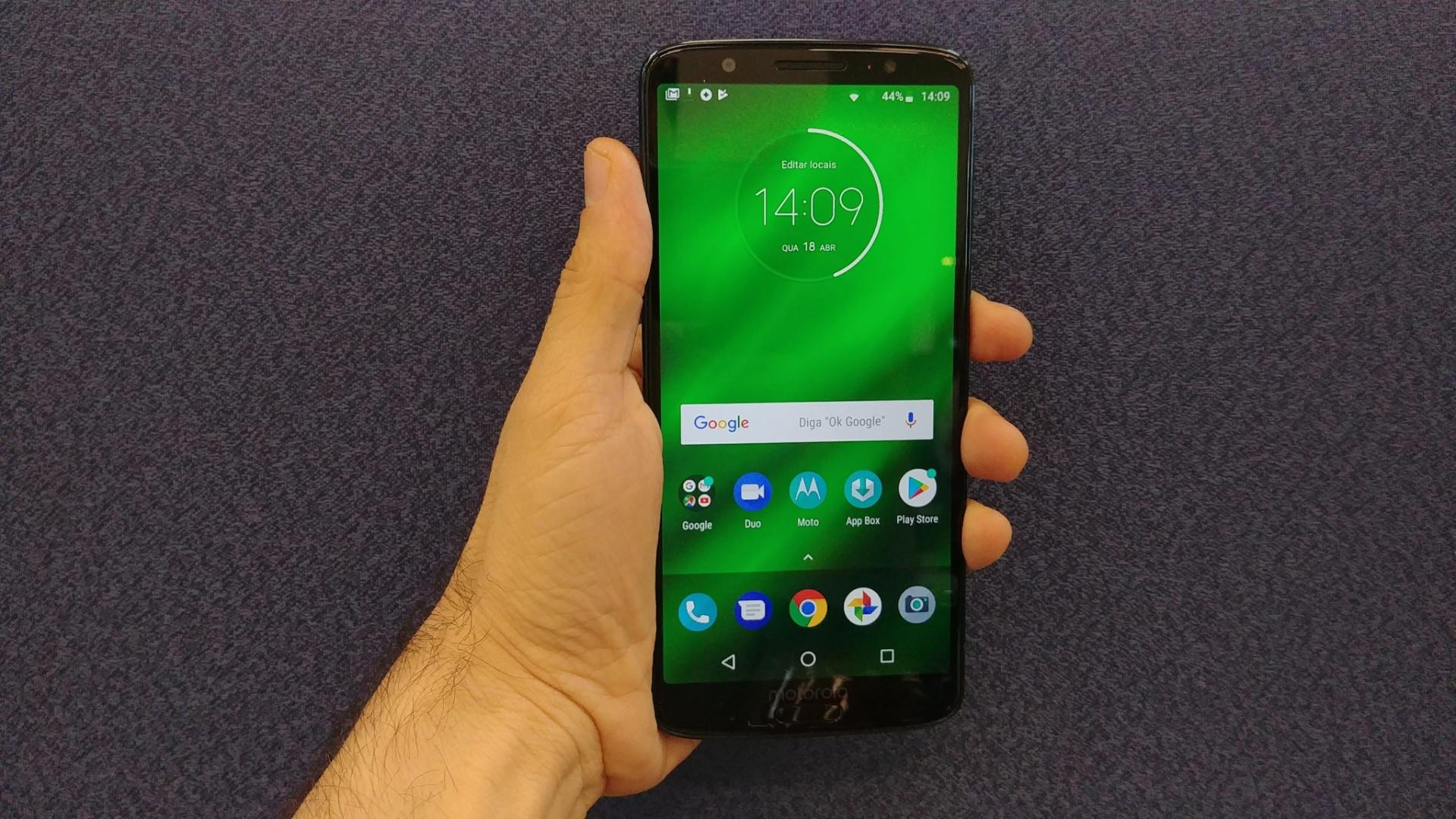 6bef78fa9 Moto G6 Plus ficou mais elegante e ainda maior  veja primeiras impressões -  19 04 2018 - UOL Tecnologia