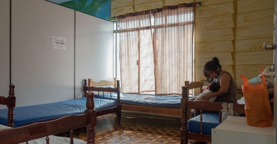 Um dos quartos da pensão Dom Aquino, onde os pacientes têm direito a banheiros, camas e até três refeições
