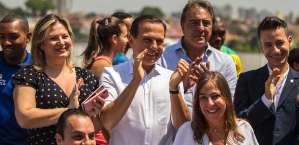 O tucano João Doria faz campanha no final de outubro com a senadora eleita por São Paulo, Mara Gabrilli (à dir.)