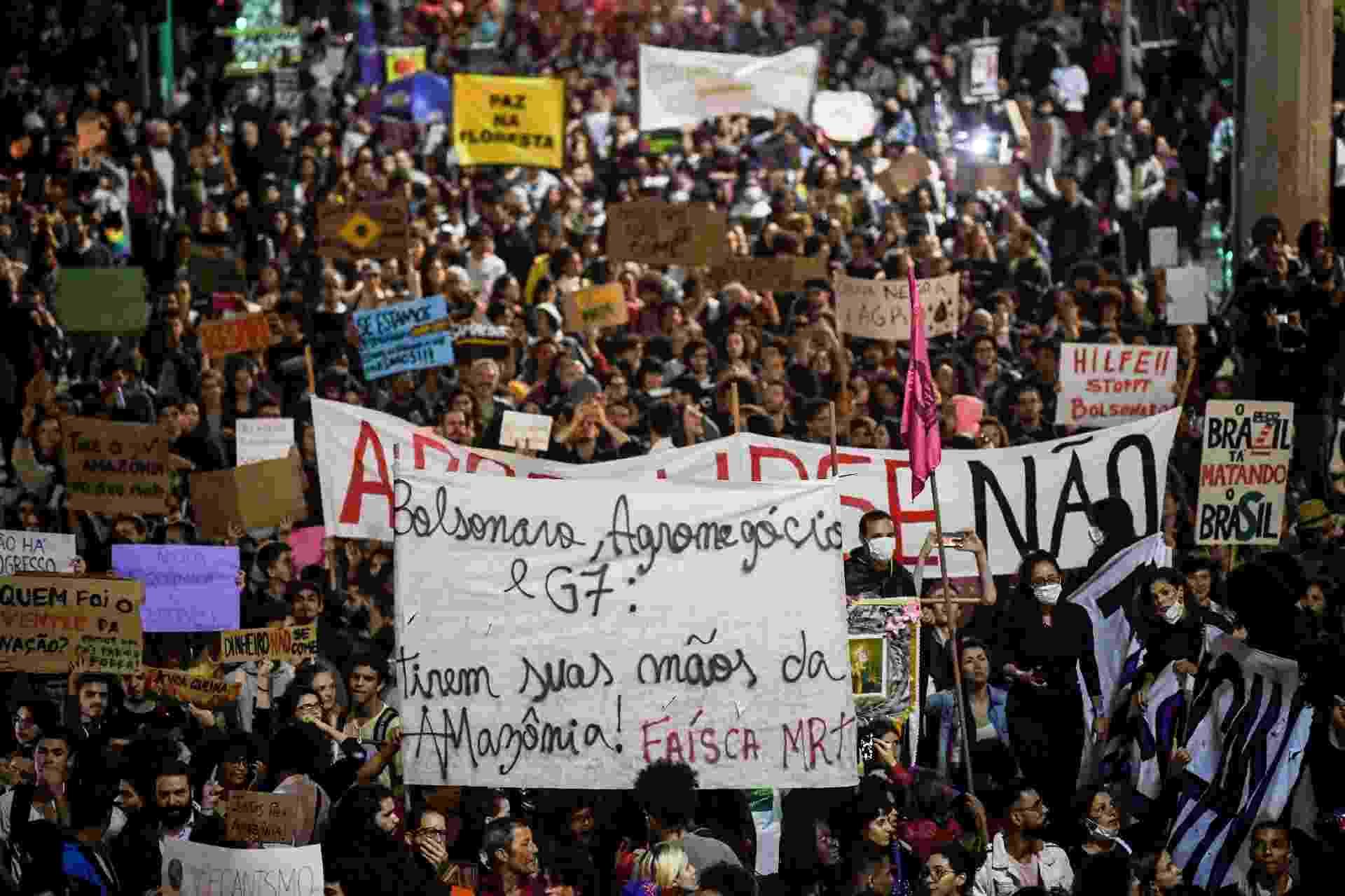 Protesto contra queimadas da Amazônia no Rio de Janeiro aconteceu na Cinelândia - Mauro Pimentel/AFP