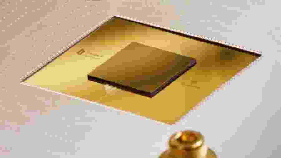 Chip quântico Sycamore, de 53 qubits, criado pelo Google - Divulgação