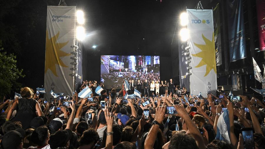 Apoiadores do presidente eleito da Argentina Alberto Fernández após o resultado da votação - Magali Druscovich/Reuters