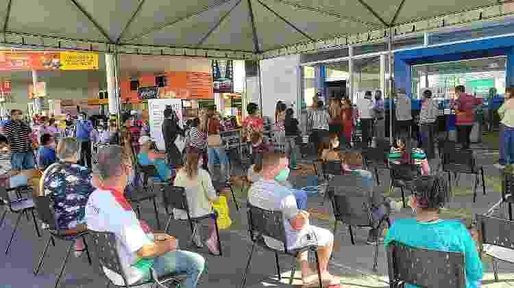 Estrutura montada para ajudar quem aguarda para ser atendido na Caixa no centro de Guaratinguetá (SP) - Divulgação/Prefeitura de Guaratinguetá  - Divulgação/Prefeitura de Guaratinguetá