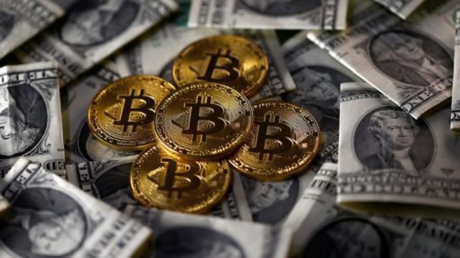 O Bitcoin, que já tinha chamado muita atenção com recorde de valorização em 2017, voltou a ter destaque: atingiu seu recorde histórico ao ultrapassar a marca dos US$ 20 mil (mais de R$ 100 mil) em dezembro de 2020 - Reuters
