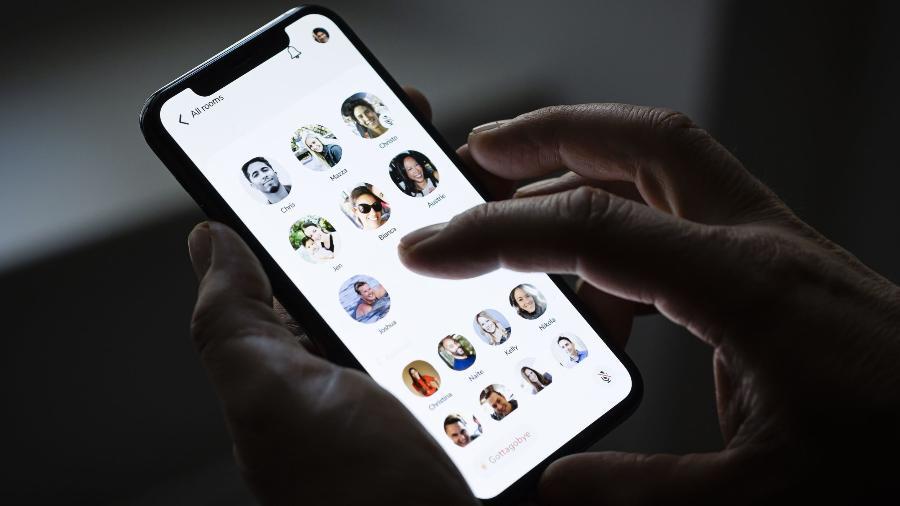 O visual do app Clubhouse em um smartphone - Divulgação