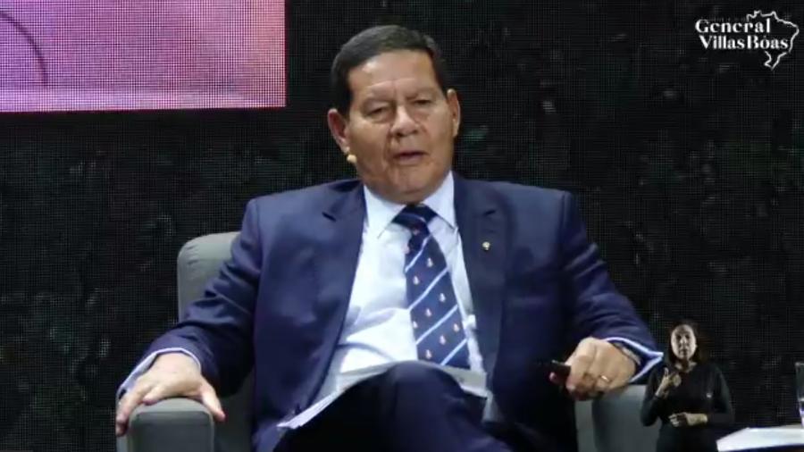Vice-presidente Hamilton Mourão participou de evento mediado pelo jornalista Alexandre Garcia sobre a questão ambiental - Reprodução
