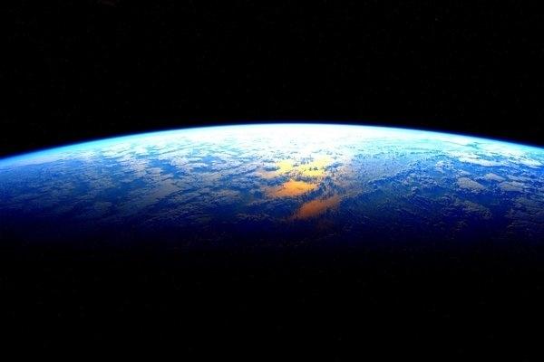 """1º.mar.2016 - O astronauta da Nasa Scott Kelly vive seus últimos instantes a bordo da ISS (Estação Espacial Internacional) e antes de voltar para Terra postou nas suas redes sociais uma sequência de cinco fotos mostrando o nascer do sol no nosso planeta, visto do espaço. Na postagem da primeira imagem, Kelly escreveu """"Cresça e brilhe! Meu último amanhecer do espaço, depois disso eu tenho que ir"""""""