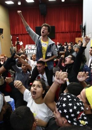 Estudantes comemoram a abertura da CPI da Máfia da Merenda, na Assembleia Legislativa de São Paulo