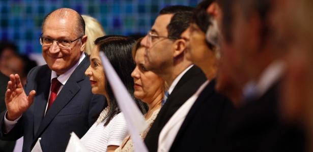 Alckmin e a primeira-dama, Lu, durante missa no Santuário Nacional de Aparecida