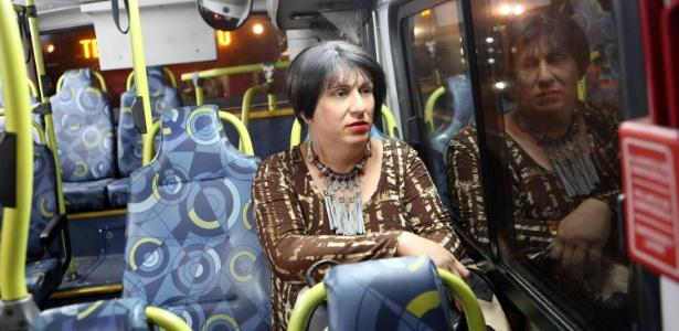 Brunna Valin trabalha até as 22h no centro de São Paulo e volta para casa de ônibus