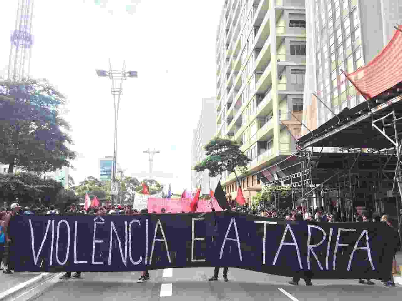 Manifestantes se reuniram nesta quinta-feira (12) na avenida Paulista, em São Paulo, para protestar contra um eventual aumento das tarifas de transporte na cidade e no estado - Janaina Garcia/UOL