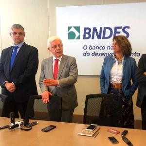 Participam da reunião o secretário de Fazenda do RJ, Gustavo Barbosa (à esq.), o ministro Moreira Franco (centro) e a diretora de Infraestrutura do BNDES, Marilene Ramos (à dir.)