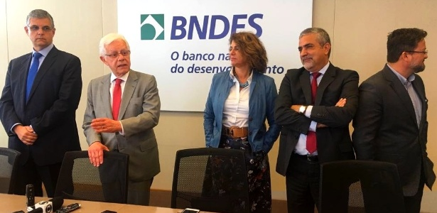 28.jul.2017 - Reunião na sede do BNDES, com o ministro Moreira Franco (ao centro), do PMDB-RJ, para definir os detalhes do empréstimo - Hanrrikson de Andrade/UOL