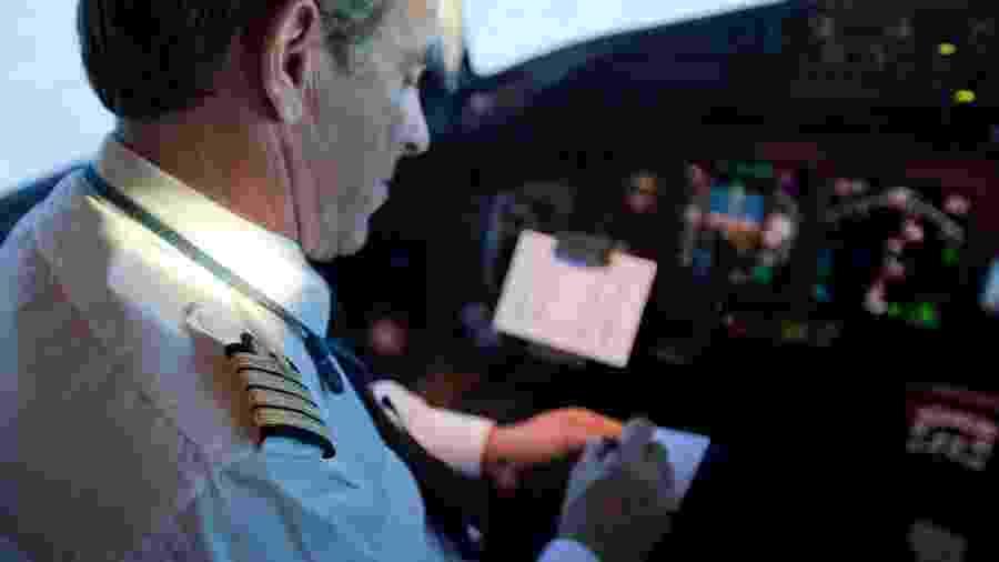 Pilotos precisam atingir um nível mínimo de inglês para voos internacionais - Divulgação