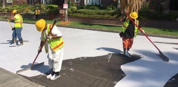 O CoolSeal é um material feito para refletir o calor em vez de acumulá-lo  - Prefeitura de Los Angeles