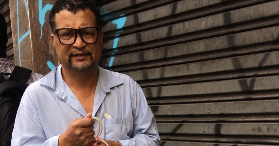 8.mai.2018 - Cabeleireiro José Martins, 59. Comerciantes têm acesso a imóveis interditados perto de desabamento e reclamam de prejuízo