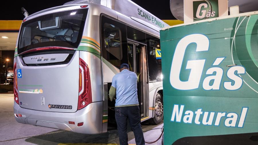 Ônibus com motor movido a gás natural produzido pela Scania - Divulgação