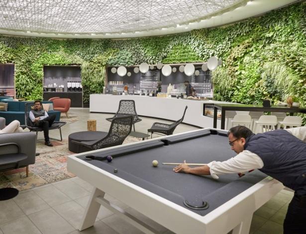 Um espaço de cafeteria em um prédio de Nova York - John Muggenborg/The New York Times