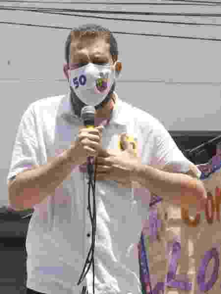 Candidato à prefeitura de São Paulo, Guilherme Boulos, participa de caminhada em Heliópolis (SP) - Joel Nogueira/Estadão Conteúdo