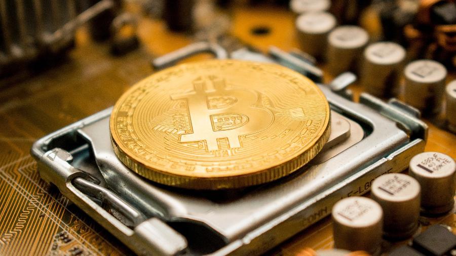 Segundo pesquisas, a maioria dos salvadorenhos rejeita o bitcoin promovido pelo presidente e prefere continuar usando o dólar - Dmitry Demidko/ Unsplash