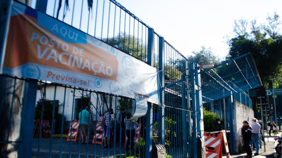 Fila de vacinação contra a covid-19 na Paróquia Nossa Senhora dos Pobres, na região oeste de São Paulo - KEVIN DAVID/A7 PRESS/ESTADÃO CONTEÚDO