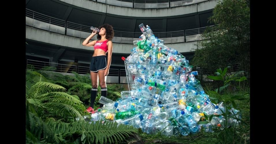 23.fev.2016 - Antoine Repesse fez uma série chamada #365, Desembalado, que é uma das finalistas na categoria Campanha Profissional. A campanha é o resultado de quatro anos de trabalho durante o qual ele coletou todo o lixo reciclado que produziu