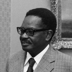 Agostinho Neto (1975), presidente do MPLA e primeiro presidente após a independência