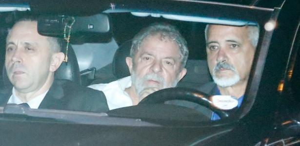 Lula chega ao Palácio da Alvorada para encontro com Dilma na noite de terça (12)