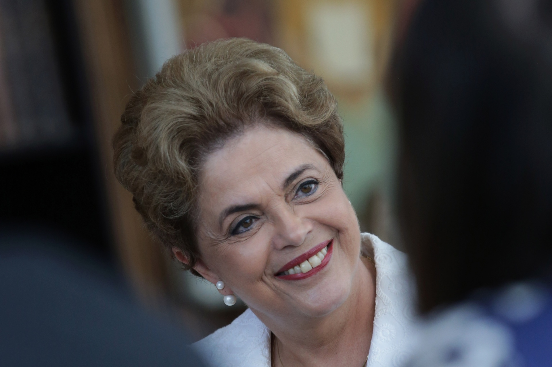 13.mai.2016 - A presidente afastada Dilma Rousseff concede entrevista a veículos de imprensa estrangeiros no Palácio do Alvorada, em Brasília