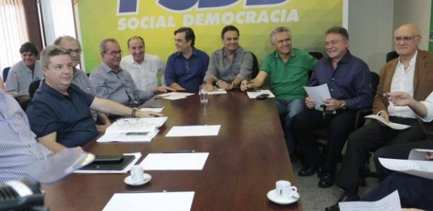 28.ago.2016 - Reunião da base aliada do governo do presidente em exercício, Michel Temer, na liderança do PSDB no Senado, com a presença de Aécio Neves (PSDB-MG) e Ronaldo Caiado (DEM-GO), entre outros