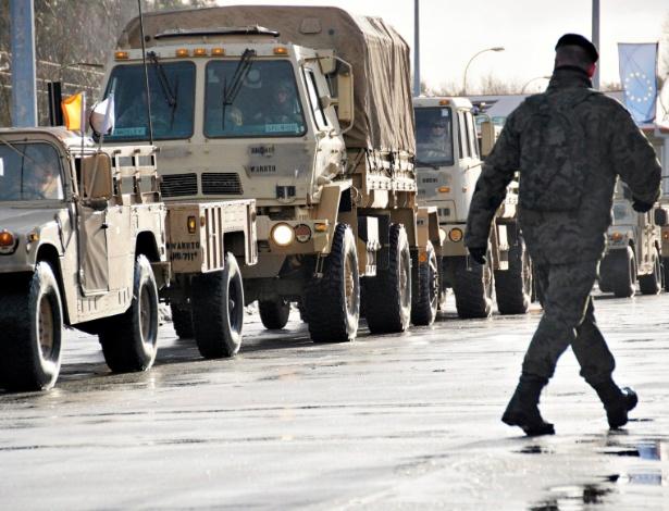 Soldados americanos chegam a Zagan, na Polônia, como parte de destacamento da Otan