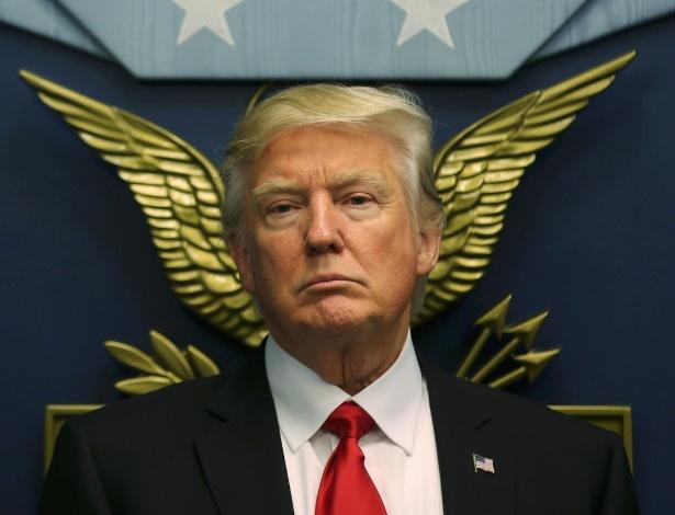 O presidente dos EUA, Donald Trump, assiste à posse do secretário da Defesa, James Mattis, no Pentágono