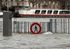 Cheia do rio Sena coloca Paris sob risco de inundação - Gonzalo Fuentes/Reuters