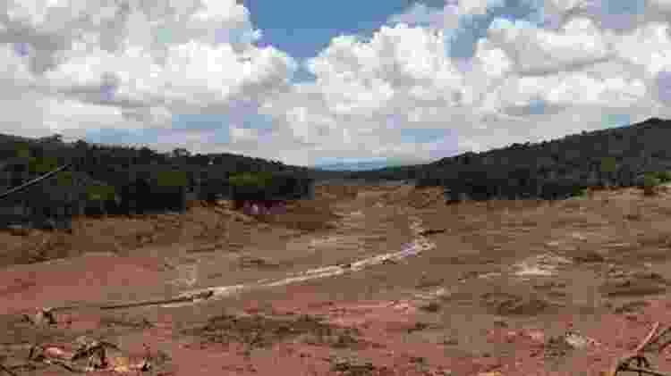 Área próxima à localização da Nova Estância Inn: pousada foi varrida pela lama - BBC News Brasil