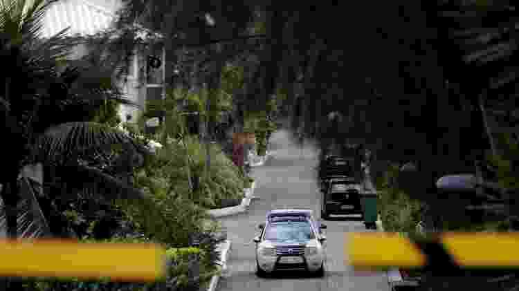Polícia esteve no condomínio onde vive Ronnie Lessa, suspeito de assassinar a vereadora carioca Marielle Franco e o motorista Anderson Gomes. O condomínio é o mesmo onde o presidente Jair  Bolsonaro (PSL) tem casa no Rio de Janeiro - Sergio Moraes/Reuters