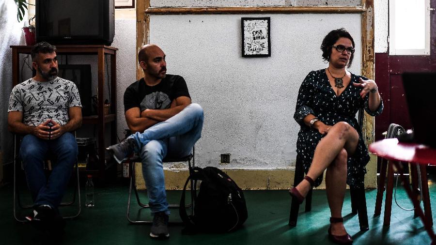 """17.jul.2019 - Brasileiros participam de um encontro na """"Casa do Brasil"""", associação criada por brasileiros que vivem em Portugal - Patricia de Melo Moreira/AFP"""
