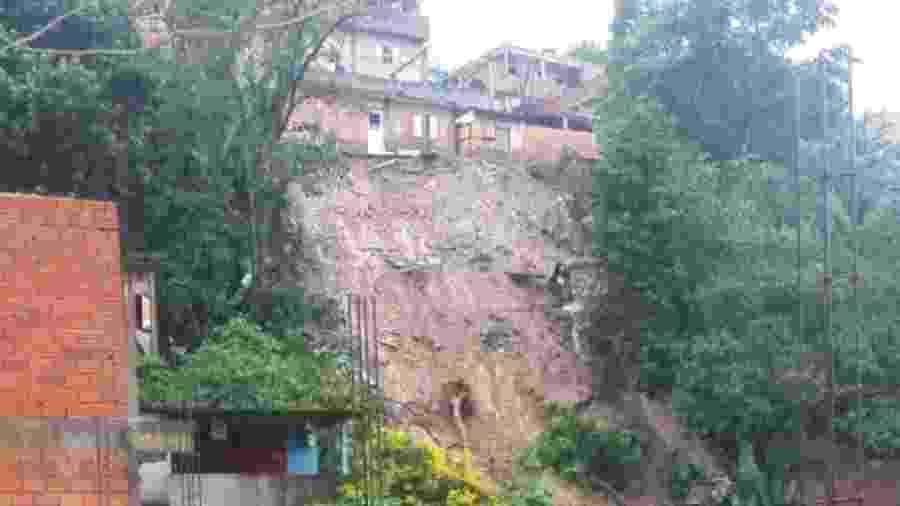 Detalhe do desmoronamento no Morro do Socó, na cidade de Osasco (SP) - Jenifer Alves