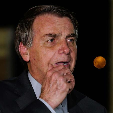 2.jun.2020 - O presidente Jair Bolsonaro (sem partido) durante entrevista coletiva em frente ao Palácio do Alvorada  - Wallace Martins/Futura Press/Estadão Conteúdo