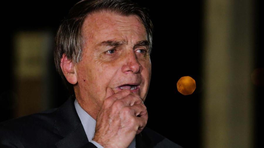 2.jun.2020 - O presidente Jair Bolsonaro (sem partido) durante entrevista coletiva em frente ao Palácio do Alvorada, em Brasília (DF) - Wallace Martins/Futura Press/Estadão Conteúdo