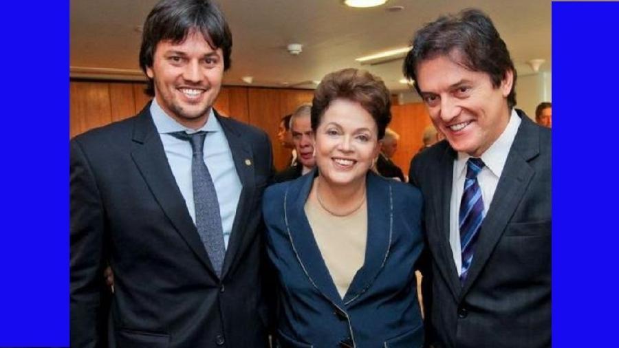 MUDAM-SE OS TEMPOS, MUDAM-SE AS VONTADES: O deputado Fábio Faria e sua pai, Robinson, então vice-governador do Rio Grande do Norte, ao lado de Dilma, em abril de 2014. Robinson elegeu-se governador com o apoio da então presidente, que se reelegeu - Reprodução