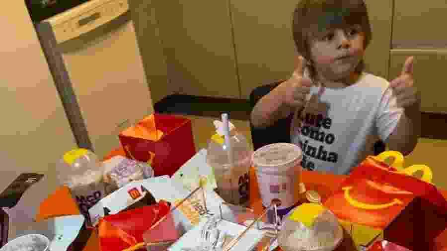 """Menino de 3 anos usa celular da mãe para fazer pedido de R$ 400 no McDonald""""s - Acervo pessoal"""