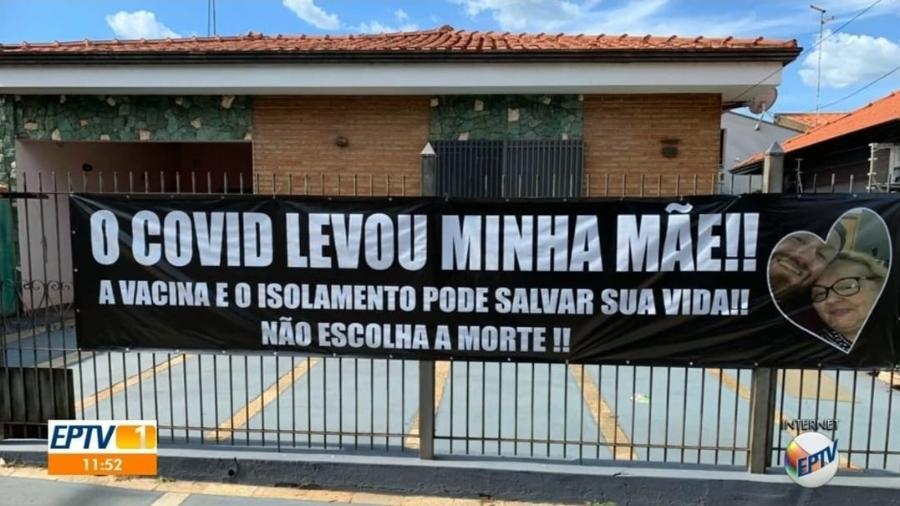 Filho colocou a faixa no portão de casa depois de perder a mãe, que teve complicações por covid-19 - Reprodução/EPTV/TV Globo