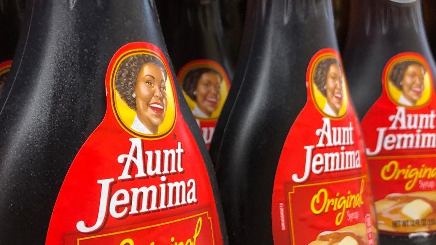 """Quaker Oats descontinua marca de mix de panquecas e xaropes """"Aunt Jemima"""" após reconhecer que suas origens são baseadas em estereótipos racistas - picture alliance/dpa/picture alliance via Getty Images"""