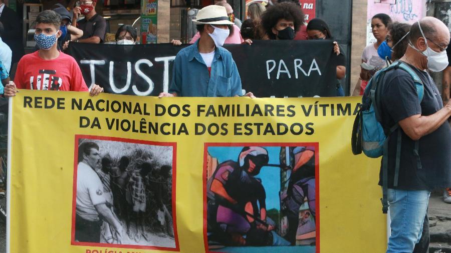 Manifestantes protestam contra ação policial no morro do Jacarezinho, que deixou 25 mortos na véspera - Daniel Castelo Branco/Agência O Dia/Estadão Conteúdo